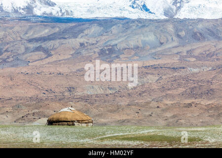 Kyrgyz yurt in the landscape around Karakul Lake (lake is 3,600 meters above sea level, at the foot of the Maztagata - Stock Photo
