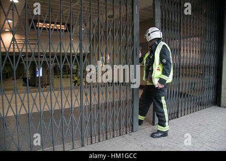 London UK. 31st January 2017. The London Fire Brigade and emergency services attend to a fire at London Bridge Underground - Stock Photo