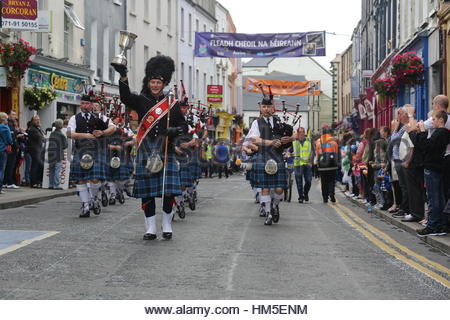 A marching pipe band parades through the town of Sligo in Ireland on the last day of the Fleadh Cheoil, a traditional - Stock Photo