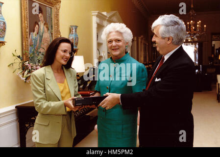 First lady Barbara Bush, center, receives a TeleCaption decoding device from John E.D. Ball, President of the National - Stock Photo