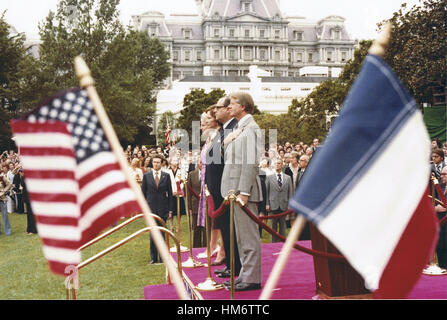Framed by the flags of the United States of America and the Republic of France, US President Jimmy Carter and first - Stock Photo