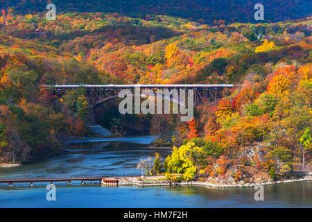 USA, New York, Bear Mountain with bridges above river - Stock Photo