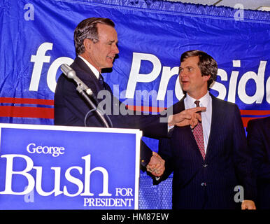 United States Vice President George H.W. Bush, left, shakes hands with his campaign manager Lee Atwater, right, - Stock Photo