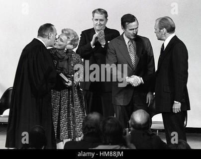 United States President Gerald R. Ford shakes hands with George H.W. Bush, who was sworn-in as Director of the Central - Stock Photo