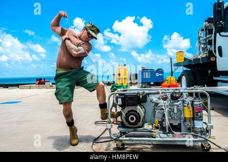 DIEGO GARCIA (Nov. 7, 2016) Chief Petty Officer Scott Schleisman, assigned to Underwater Construction Team (UCT) - Stock Photo