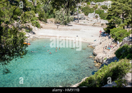 People enjoying a hidden beach in Port-pin, Cassis, South of France, Europe - Stock Photo