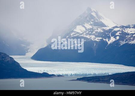 Perito Moreno Glacier on Lago Argentino, El Calafate, Parque Nacional Los Glaciares, Patagonia, Argentina, South - Stock Photo