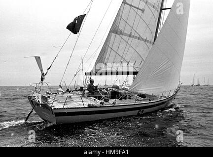 AJAXNETPHOTO. 6TH JUNE,1976. PLYMOUTH, ENGLAND. - OSTAR 1976 - SWISS SKIPPER PIERRE FEHLMANN AT THE START IN HIS - Stock Photo