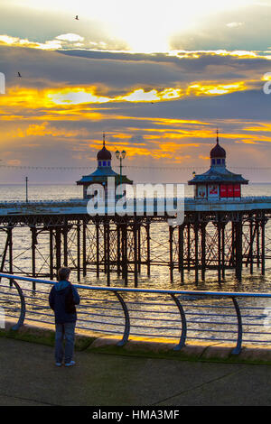 Blackpool, Lancashire, UK Weather.  1st Feb, 2017. Sunset over North Pier. Outbreaks of rain are expected overnight - Stock Photo