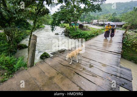 puente sobre el rio Satan, La Taña, zona Reyna, departamento de Uspantan,Guatemala, Central America. - Stock Photo