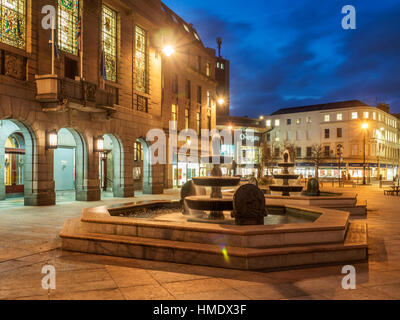 Fountain at City Chambers in City Square at Dusk Dundee Scotland - Stock Photo