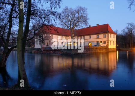 Schloss Struenkede, Renaissanceschloss, Abendstimmung am Wasserschloss Struenkede im Schlosspark Herne-Baukau, Ruhrgebiet, - Stock Photo