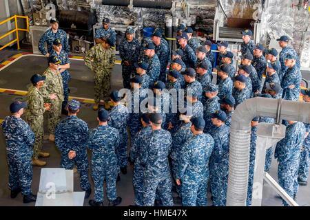 CHANGI NAVAL BASE, Singapore (Dec. 13, 2016) Vice Chief of Naval Operations Adm. William Moran and Fleet Master - Stock Photo