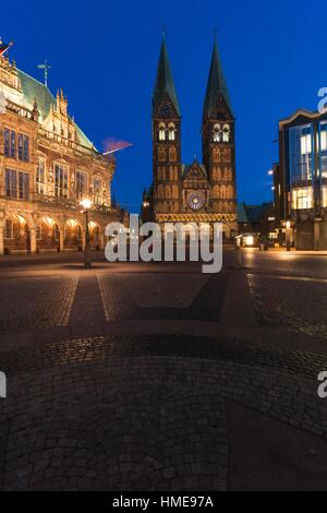 Illuminated Bremen Cathedral (St. Petri Dom zu Bremen) and mediaeval town hall, Bremen, Germany, Europe - Stock Photo