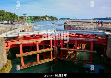 France bretagne dinard tidal power plant stock photo for Estuaire de la rance
