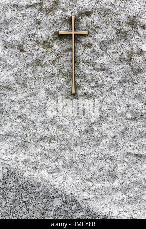 Croix sur une pierre tombale. - Stock Photo