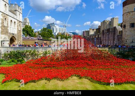 London, England, UK. ´Blood Swept Lands and Seas of Red´ - Poppies in the Moat at the Tower of London. Art installation - Stock Photo