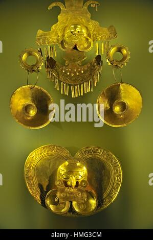 golden headdress and pectoral, pre-Hispanic gold work, Gold Museum, Bogota, Colombia, South America. - Stock Photo