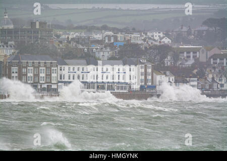 Penzance, Cornwall, UK. 3rd Feb 2017. UK Weather. Strong winds and big waves continue to batter to Cornwall coast, - Stock Photo