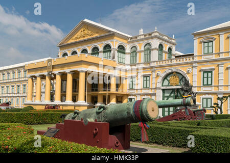 Cannons in front of ministry of defense, Bangkok, Thailand - Stock Photo