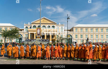 Row of monks in front of ministry of defense, Bangkok, Thailand - Stock Photo