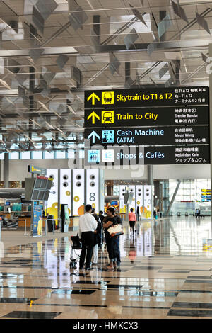 passengers bags trolleys under sigs Skytrain, Trains to City, Cash Machine, Shops Cafes in Singapore Changi Terminal3 - Stock Photo