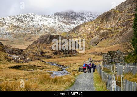 Hikers on Watkin Path route to Snowdon in low cloud in winter. Cwm LLan, Gwynedd, Snowdonia National Park (Eryri), - Stock Photo