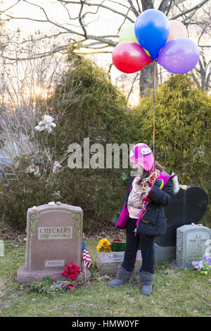 Wantagh, New York, USA. 5th Feb, 2017. AYLA SHAH, 6 1/2, of Merrick, looks at gravestone of CHECKERS (1952 - 1964), - Stock Photo