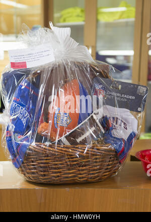 Wantagh, New York, USA. 5th Feb, 2017. A gift basket filled with Kitten Bowl and NY orange and blue football game - Stock Photo