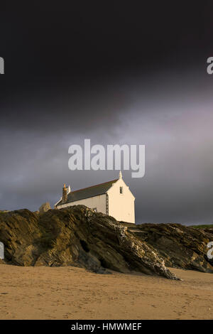 Dark storm clouds gather over the historic old Lifeboat Station at Little Fistral, Newquay, Cornwall.  UK weather. - Stock Photo