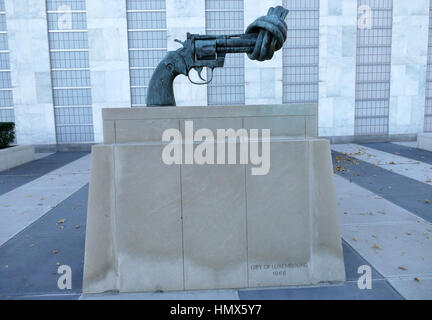 New York, United States. September 22nd 2016 - Non-Violence sculpture at United Nations Headquarters in New York. - Stock Photo