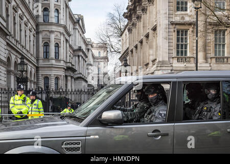 London, UK. 6th February, 2017. Armed Met counter-terror firearms unit arrives at Downing Street just ahead of Prime - Stock Photo
