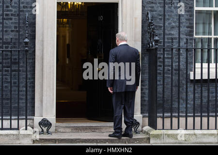 London, UK. 6th February, 2017. The Prime Minister of Israel Benjamin Netanyahu waits outside 10 Downing Street - Stock Photo
