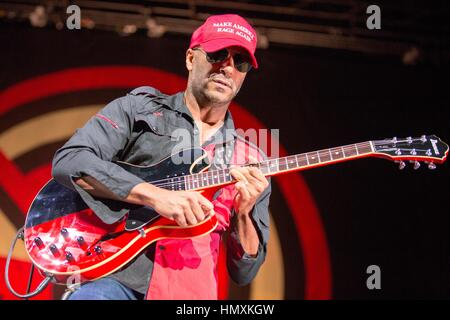tinley park illinois usa 3rd sep 2016 tom morello of prophets of rage hmxkgw tinley park, illinois, usa 3rd sep, 2016 tim commerford of tom morello guitar wiring diagram at alyssarenee.co
