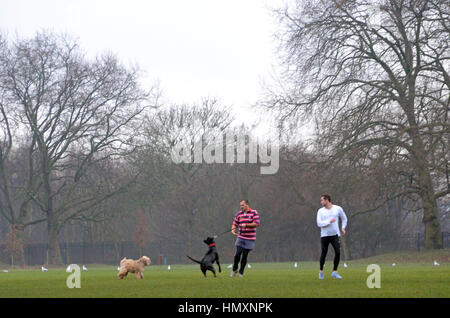 London, UK. 07th Feb, 2017. Misty morning on Wandsworth Common. Credit: JOHNNY ARMSTEAD/Alamy Live News