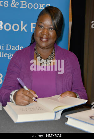 Miami, FL, USA. 06th Feb, 2017. Sybrina Fulton speak and Sign copies of their book 'Rest In Power: The Enduring - Stock Photo