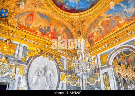 Palace of versailles salon de la guerre stock photo for Salon versailles 2016