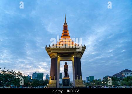 Statue of King Norodom Sihanouk, dusk, Phnom Penh Province, Cambodia - Stock Photo