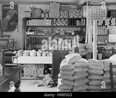 WALKER EVANS (1903-1975) American photographer. One of his FSA photos of a general store in Moundville, Alabama, - Stock Photo