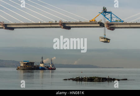 The gap between the central and the north towers of the new Queensferry Crossing gets filled in, 11th November 2016. - Stock Photo