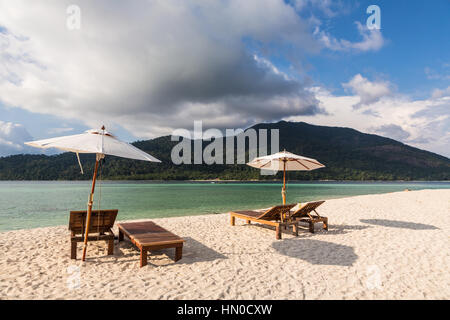Idyllic white sand beach with long chairs and parasol in Koh Lipe island in south Thailand in the Andaman sea. A - Stock Photo