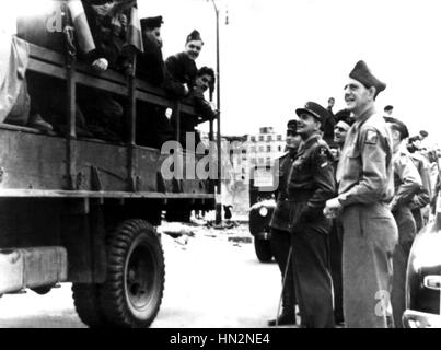 General de Lattre de Tassigny and his troops in Berlin May 1945 Germany - World War II - Stock Photo