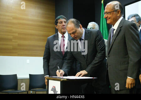 Sao Paulo, Brazil. 8th February 2017. The Minister of Health, Ricardo Barros, signs agreement to modernize the production - Stock Photo