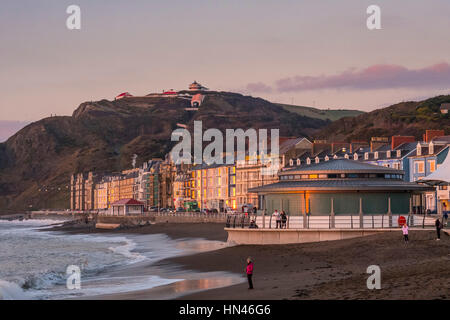 Aberystwyth, Wales, UK. 8 February 2017.  At the end of a gorgeous spring-like day, the light of the setting sun - Stock Photo