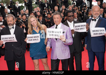 The cast of Expendables 3, Mel Gibson, Ronda Rousey, Sylvester Stallone, Wesley Snipes, and Kelsey Grammer, hold - Stock Photo