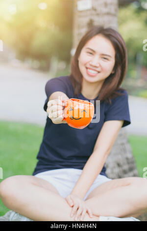You tell, asian lady image on china teacup