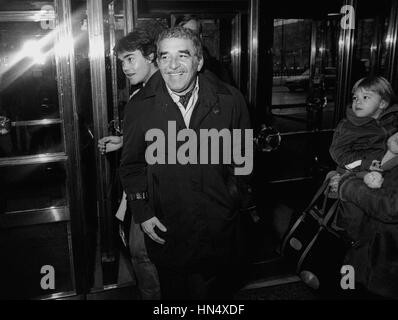 GABRIEL GARCIA MARQUEZ Colombian author and Nobel Prize laureate in literature 1982 arriving to a political meeting - Stock Photo