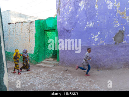 Children in the colorful streets of Jugol old town, Harari Region, Harar, Ethiopia - Stock Photo