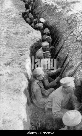IMPERIAL RUSSIAN TROOPS in a trench in 1916. Photo: SIB - Stock Photo