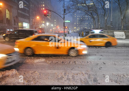 New York, USA. 9th Feb, 2017. Snowstorm in Manhattan. Schools do not open today due to heavy snowfalls. All emergency - Stock Photo
